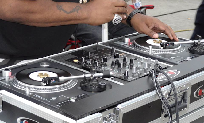 Biz Markie shows off the world's only pair of 7″ Technics turntables