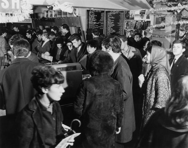 HMV-Oxford-Street-London-Ground-floor-Pop-section-mid-1960s-e1360622937967