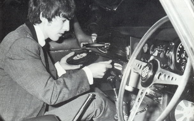 Amazing photos of a time when cars had vinyl record players