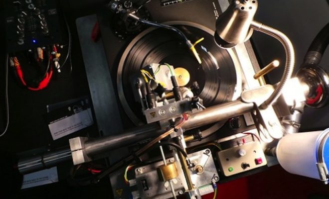 cut-your-own-records-with-this-diy-vinyl-recorder