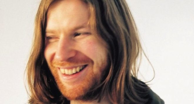 warp-officially-announce-new-3xlp-aphex-twin-album-syro-limited-vinyl-edition-of-200-up-for-grabs-via-online-ballot