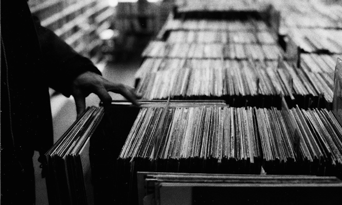 UK vinyl album sales set for another record breaking year