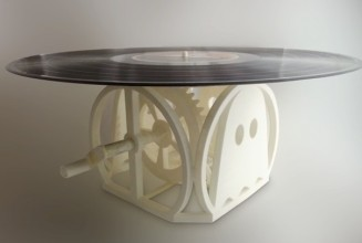 Engineer makes 3D printed hand-cranked turntable