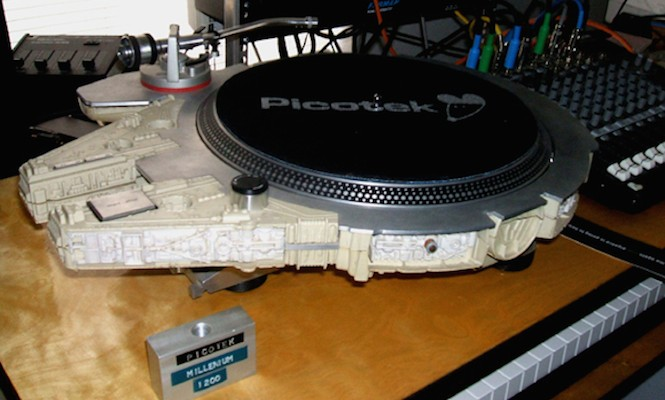 This guy put a Technics 1200 turntable into a Millennium falcon toy