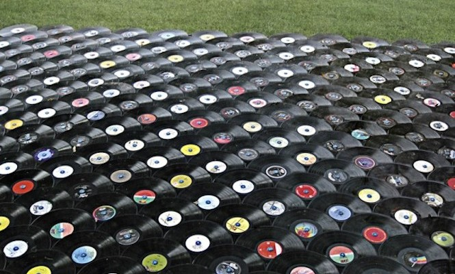 2014 vinyl sales at record high, downloads decline