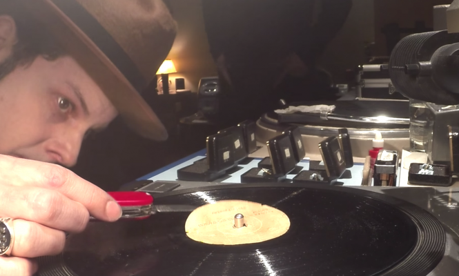 watch-jack-white-transfer-elvis-first-acetate-recording-to-digital-file-in-this-fascinating-video