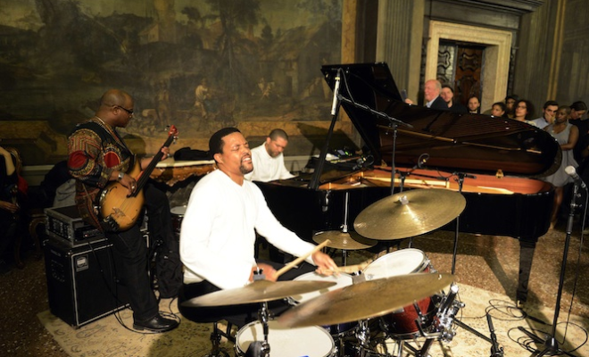 gallery-jason-moran-jeremy-deller-and-the-clashs-mick-jones-light-up-the-vinyl-factory-at-venice-biennale-2015
