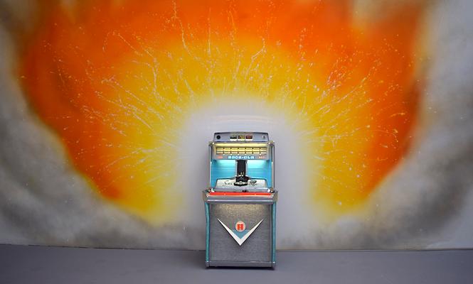 Jeremy Deller creates <em>Factory Records</em> jukebox filled with industrial 7&#8243; vinyl