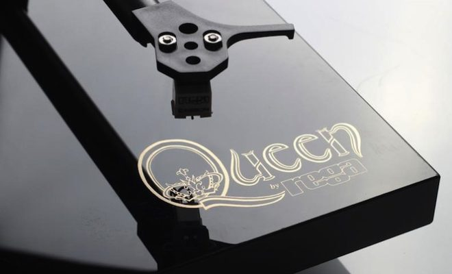 play-queens-new-18lp-vinyl-box-set-on-a-bespoke-queen-turntable