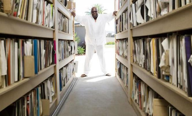 Watch Carl Cox drop a three-deck vinyl mix from 1995