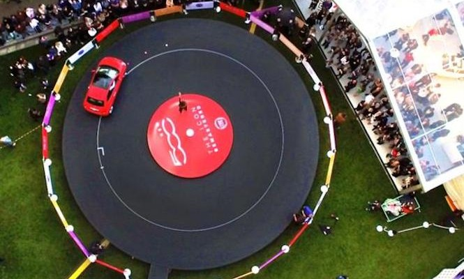 fiat-creates-giant-vinyl-record-played-by-a-car