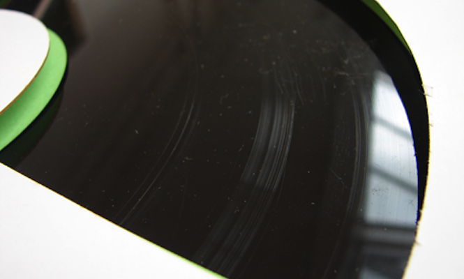 this-artist-cut-vinyl-with-knives-and-sandpaper-for-one-of-a-kind-release