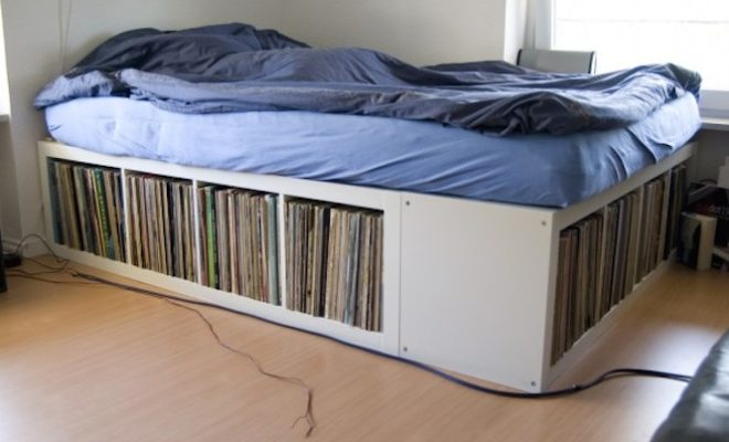 queen-size-bed-with-vinyl-record-storage
