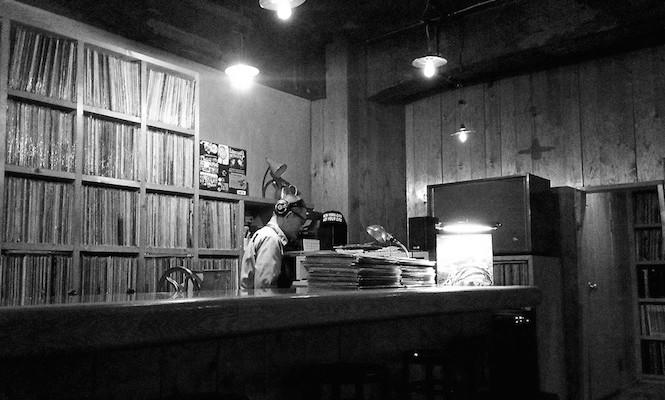 jbs-jazz-bar-a-vinyl-sanctuary-in-the-midst-of-tokyo