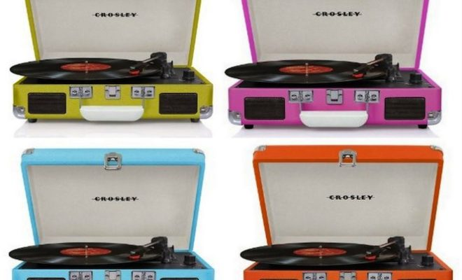 hmv-selling-one-turntable-a-minute-in-run-up-to-christmas
