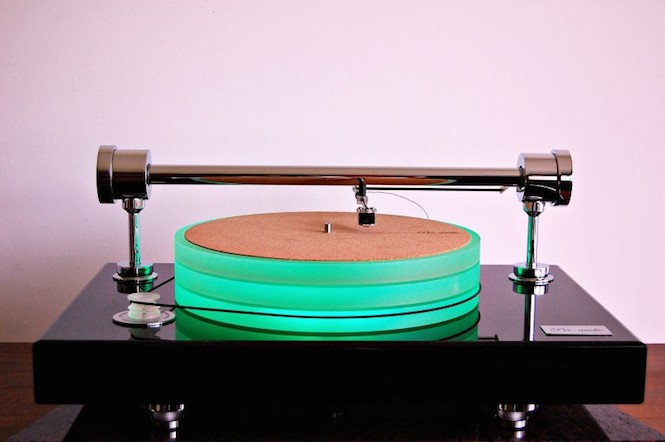 This New 60kg Turntable Has A Parallel Tracking Arm And