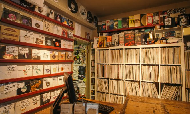 Vinyl album sales worth more than digital downloads for the second week running