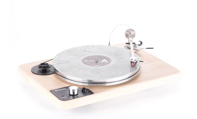 This new turntable lets you connect your headphones to listen to records
