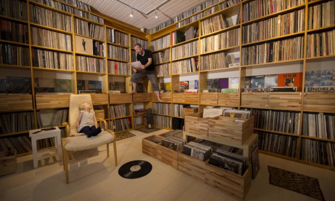 Saxophonist Mats Gustaffson enters the vinyl-addicted world of 'Discoholics'
