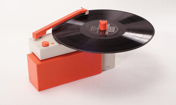 This new portable turntable has a detachable bluetooth speaker