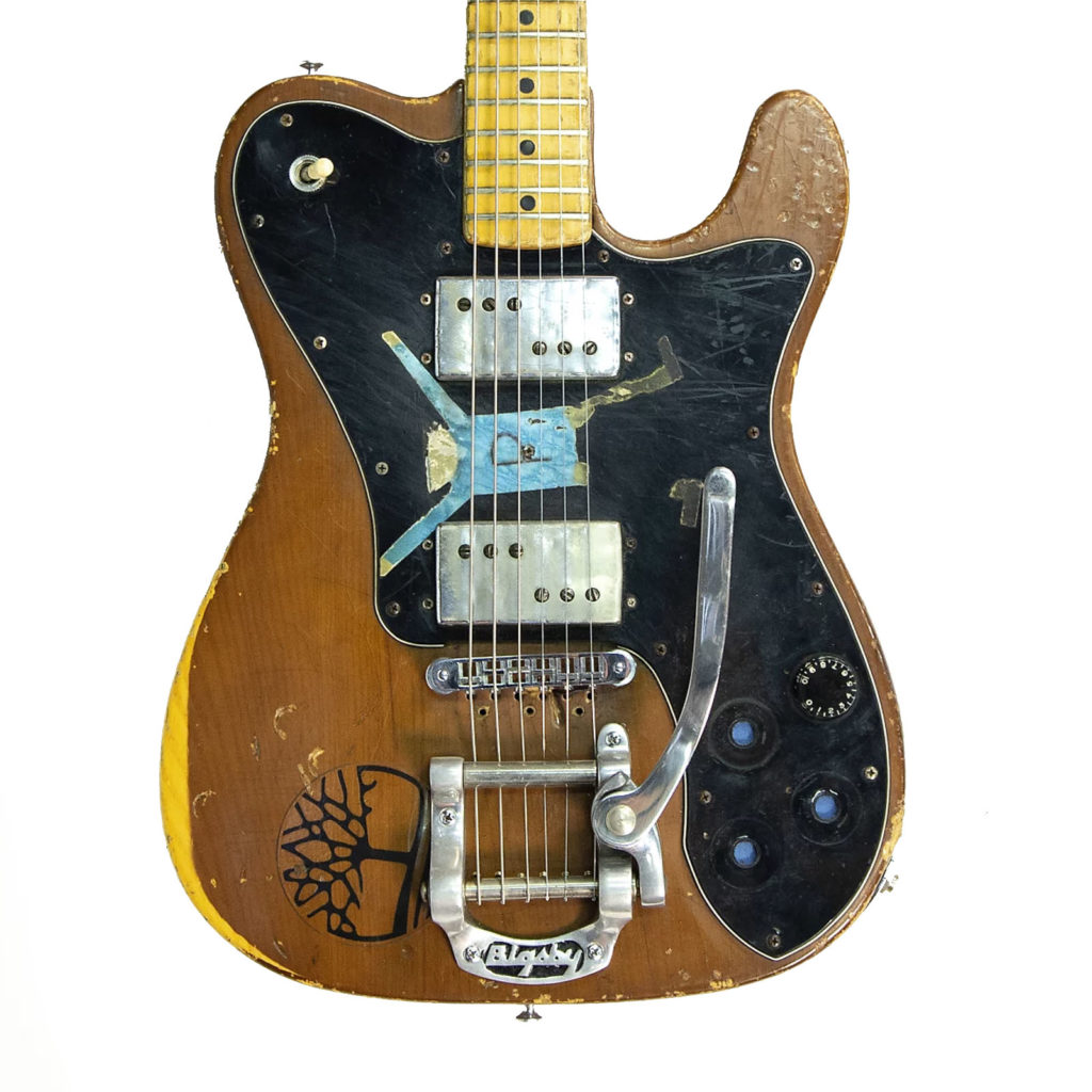 sonic youth selling hundreds of rare records instruments and gear. Black Bedroom Furniture Sets. Home Design Ideas