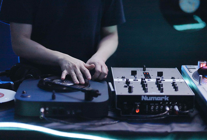 CHIRP, BZZZZT, SCRIBBLE, THWOMP: A turntablist's appreciation of the